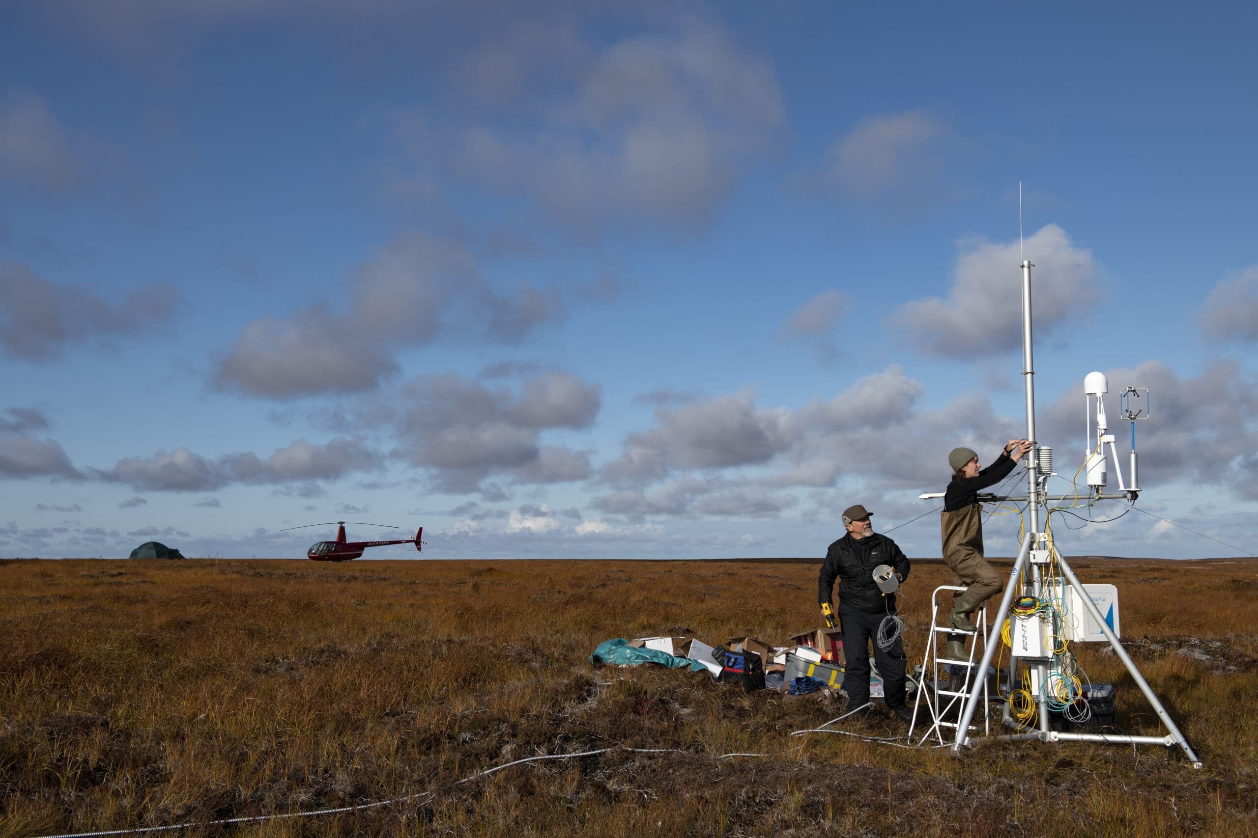 woodwell scientists installing co2 flux measurement tower